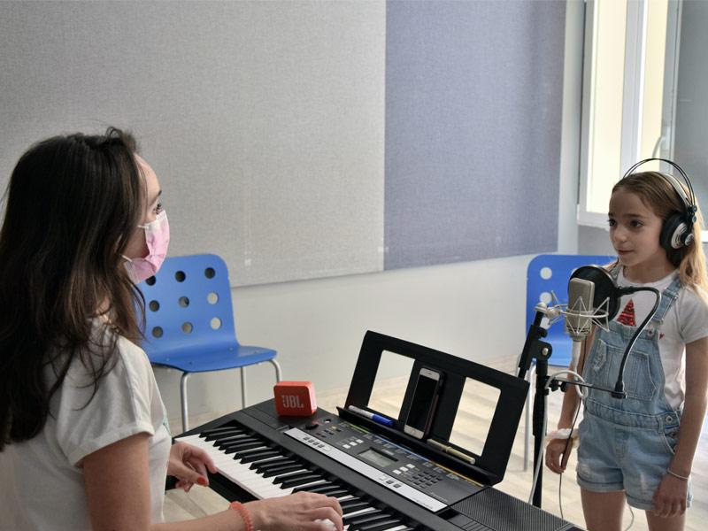 clase-curso-de-canto-infantil